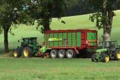 Tracteur 7230R avec autochargeuse Giga Vitesse Strautmann